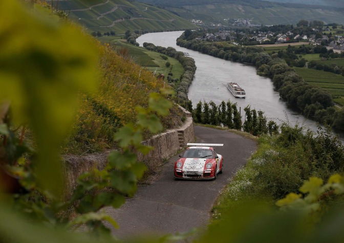 Porsches, A WRC Hero and Asphalt Awesomeness: Issue 328